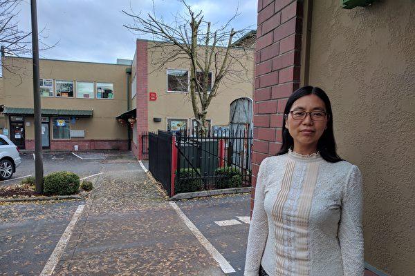 張桂英曾因脊髓型頸椎病瀕臨癱瘓,後因修煉法輪功獲得重生。她感恩師父的救度。(受訪者提供)
