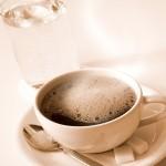 健康心靈-一杯水和一杯咖啡(圖)