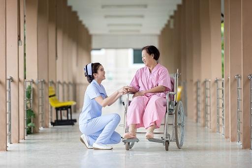 修煉法輪功的護士 真好!