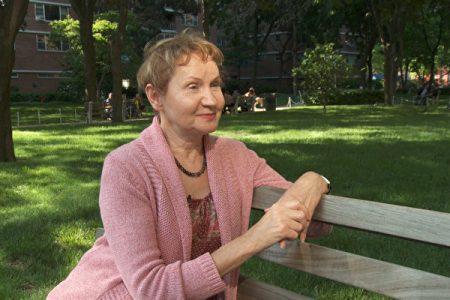 澳洲畫家芭芭拉‧舍費爾經歷了一次致命的摔傷,學煉法輪功讓她神奇康復。(Photo by Oliver Trey)